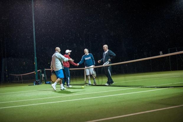 hjorthmedh-tennis-handshakes
