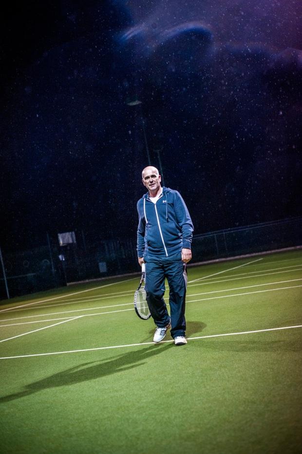 hjorthmedh-tennis-standing